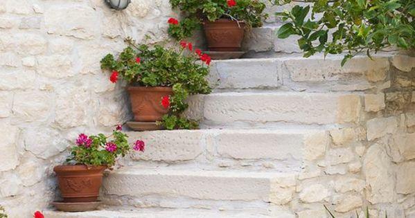 garten deko ideen mediterraner stil treppe blument pfen. Black Bedroom Furniture Sets. Home Design Ideas