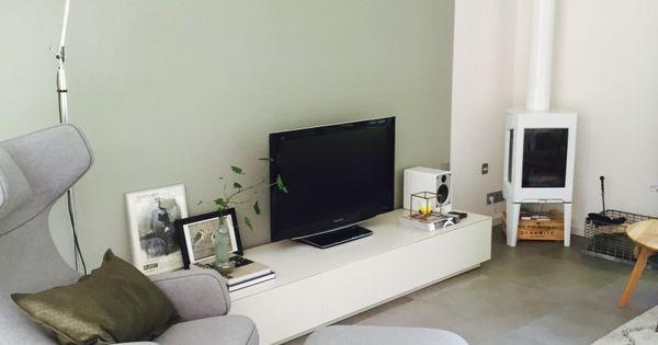 1622667443 kleuren bij grijze vloer pinterest houtkachel pastels en muur - Grijze en rode muur ...