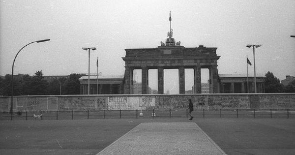 Deutschland Berlin Brandenburger Tor Berliner Mauer Places To Travel Berlin Travel