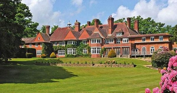 Adele's stunning new £ 6 million Surrey mansion, complete with 25 acres