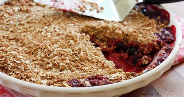 Delicious lowfat mixed berry crisp