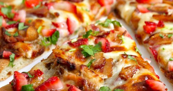 Strawberry Balsamic Pizza with Chicken, Sweet Onion and Applewood ...