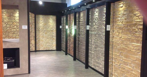 Showroom de paneles decorativos con iluminaci n y - Muros sinteticos decorativos ...