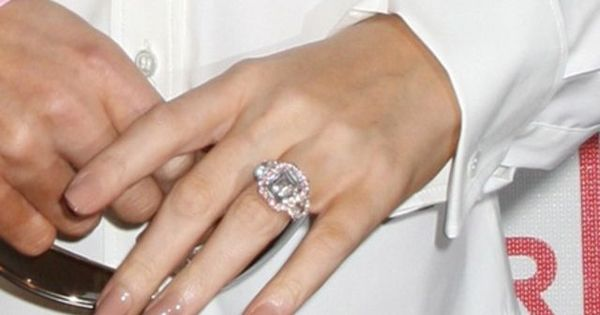 Mariah Careys Engagement Ring With Pink Diamonds