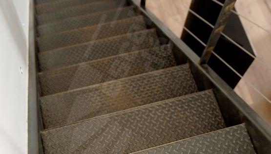 Escalier m tal et inox au look industriel photo dt38 for Tole inox brosse