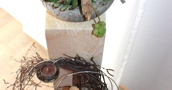 gro e holzs ule f r innen und aussen nat rlich dekoriert mit einer edelstahlkugel. Black Bedroom Furniture Sets. Home Design Ideas