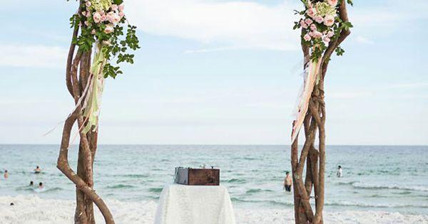 Arche structure bois pour un mariage la que sur la plage for Arche en bois flotte