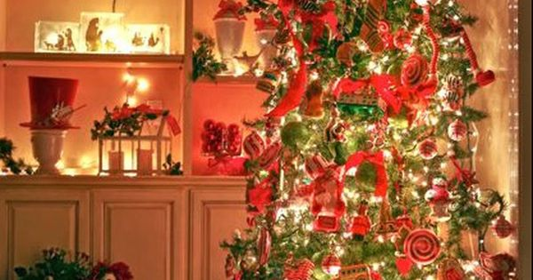 25 Gorgeous Christmas Tree Decorating Ideas...I never tire of looking at decorated