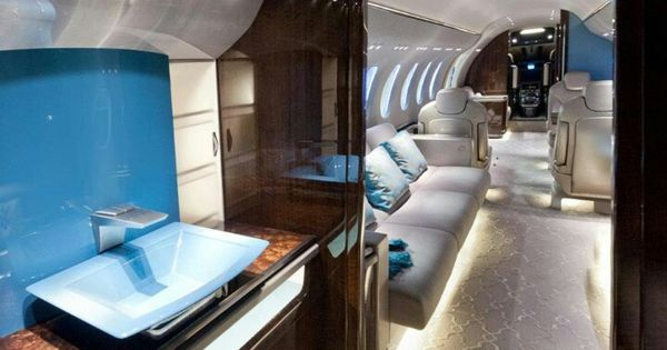 jet prive traveling in style cabin crew jobs for private. Black Bedroom Furniture Sets. Home Design Ideas