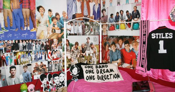 a one direction bedroom love!!! My room almost looks like this except
