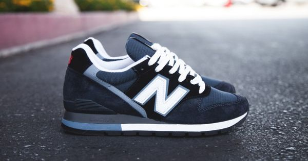 The New Balance 996 seen above is built from a premium combination of suede and mesh, wrapped in a deep, elegant Navy Blue.