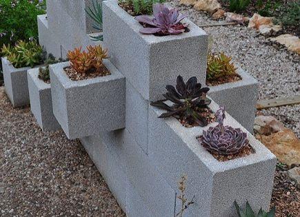 15 id es g niales pour d corer votre jardin avec des for Bloc beton jardin