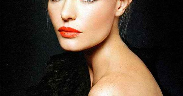 Kate Bosworth sporting a pretty coral lip color. makeup lips eyes beauty