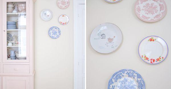 Hoe hang je borden aan je muur hier een idee the yvestown blog a new plate wall home - Hoe kleed je een witte muur ...