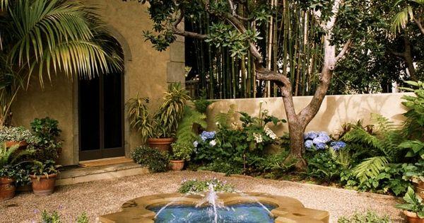 Patio cl sico con fuente de agua fuentes torregris - Fuentes para patios ...