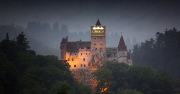 Happy Halloween Everyone Bran Aka Dracula S Castle Braşov Romania My Daughter Will Be There Today Dracula Castle Transylvania Romania Haunted Castle