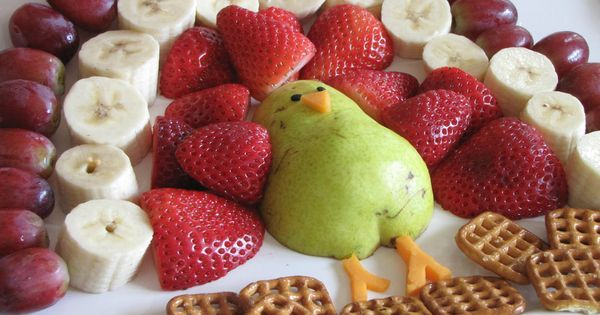 Thanksgiving fruit platter for kids- change out strawberries for orange sections, slice