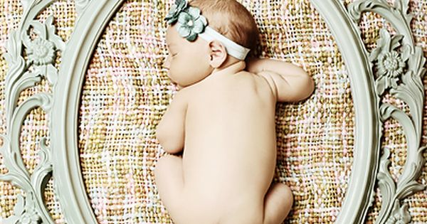 sweet newborn photos. Great newborn pic idea