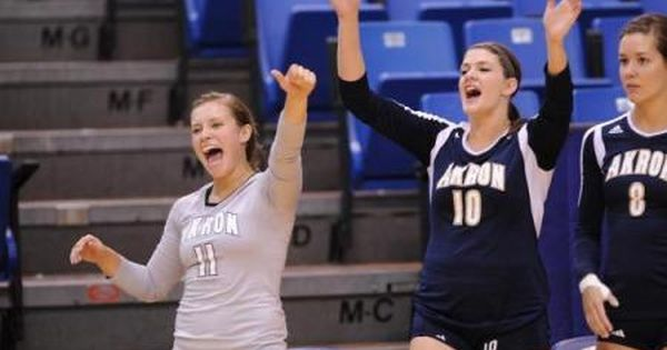 The Akron Volleyball Team Will Be Playing For Its 700th Victory In The History Of The Program This Weekend When It Welcom Volleyball Team Volleyball Akron Zips