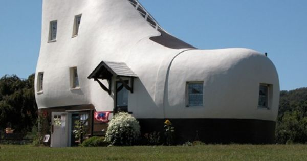 Haines Shoe House Design in Pennsylvania >> Who doesn't love a giant