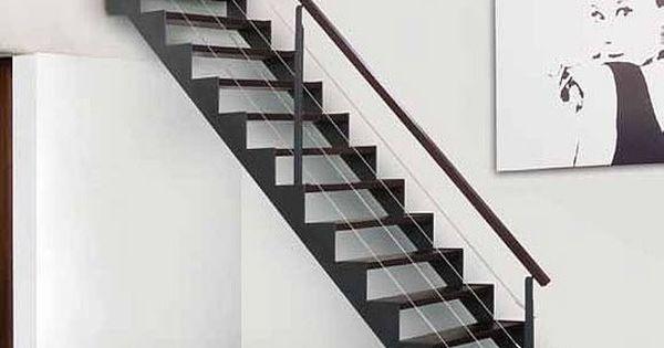 Metal stairs in a minmal home barandillas de interior for Escaleras ligeras