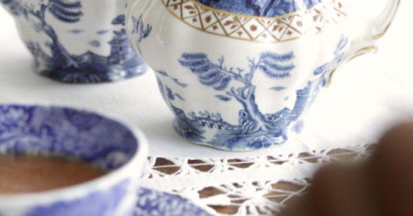 アンティーククリーマー ウィローパターン イギリス ブルーアンドホワイト BOOTH   tea, coffee, and chgarettes   Pinterest