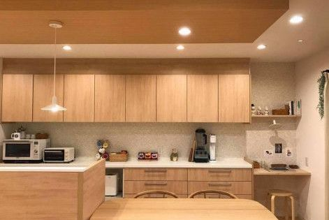 優しい色合いで統一されたキッチン リビング キッチン キッチン