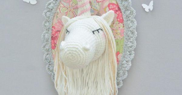 troph e licorne gris rose poudr au crochet chic crochet et d coration. Black Bedroom Furniture Sets. Home Design Ideas