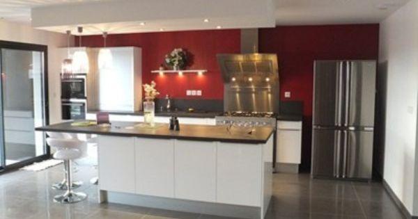 Une cuisine moderne ergonomique avec un lot central - Composition du sel de cuisine ...
