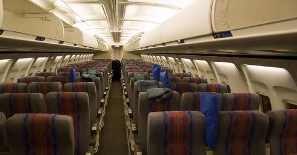 Classic 737 United Airlines Cabin Interior This Takes Me Back Photo Copyright Yyz Cheukiecfu Aircraft Interiors United Airlines Private Flights