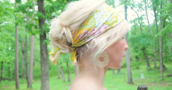 Scrap fabric headband... so cute! @thevanillatulip