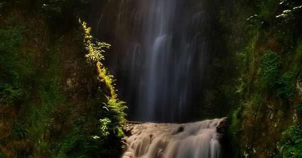 Multnomah Falls is a waterfall on the Oregon side of the Columbia