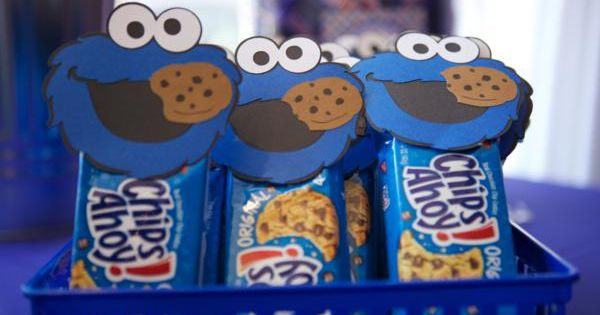Sesame Street party favor - cookie packs with Cookie Monster on them.