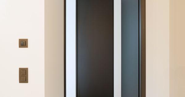 Porte int rieure moderne noir toute hauteur d tail architecture pinterest portes for Porte interieure noire