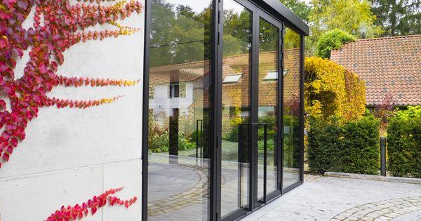 Encadrement avec porte et ch ssis noirs en aluminium for Encadrement de porte en aluminium