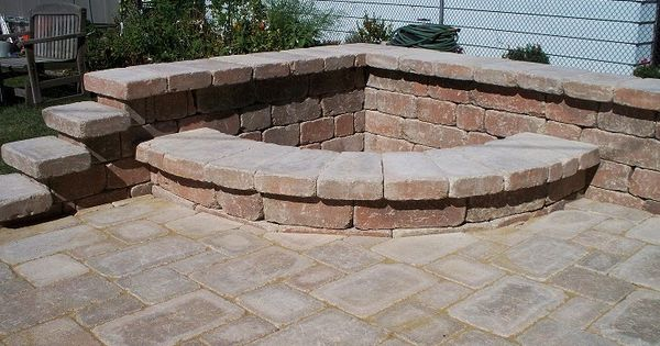A Corner Fire Pit For People With Little Backyard Space