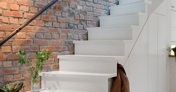 Post 19 escaleras en pisos n rdicos cocinas modernas for Decoracion escaleras duplex