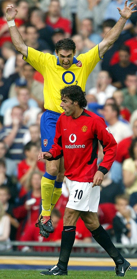 Keown v. Van Nistelrooy 2003. My favourite picture. Take that, cheaty horsey one.