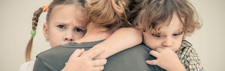 Consejos >> Cuando separarse es lo mejor para nuestros hijos. El divorcio de los padres es una de las crisis vitales más estresantes que tienen que afrontar muchos niños hoy en día, que tienen que asumir que a partir de ahora, tienen padres separados. Aunque la incidencia del divorcio ha experimentado un fuerte aumento en las últimas décadas, no por su normalización debemos minimizar el impacto negativo que tiene en los niños y es importante que sepan ciertas cosas tras la separación de sus…