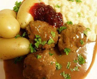 Kjøttkaker i brun saus med makaronistuing