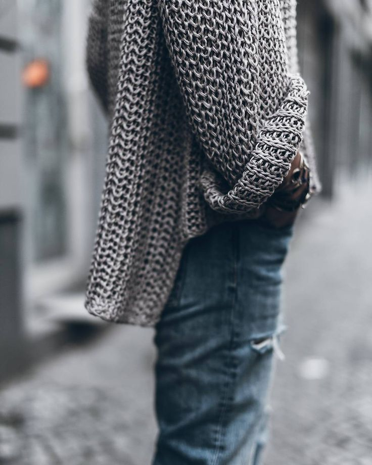 Knit  Another shot of this lovely knit! I just arrived to Mallorca today to visit my family so happy to be here and spend some days with my sisterlove before she moves away! - knit @kelly_love_com #knit #denim by mikutas
