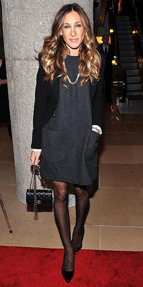 #sjp looks great in those toned down number... no muss! no fuss! no bird on her head!