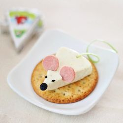 two cheese mouse ideas that is made from happy cow cheese wedges