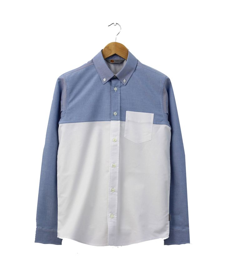 Shirt by the workwear label Carhartt brings a minimalist to the classic style, made from 100% cotton, it has a pocket on the chest, with a color block style, blue and white color, pair it with white sneakers and indigo denim to complete your casual style.  http://www.zocko.com/z/JJ4FD