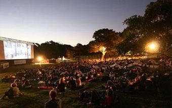 Moonlight Cinema in Centennial Park - 5 mins from our place!