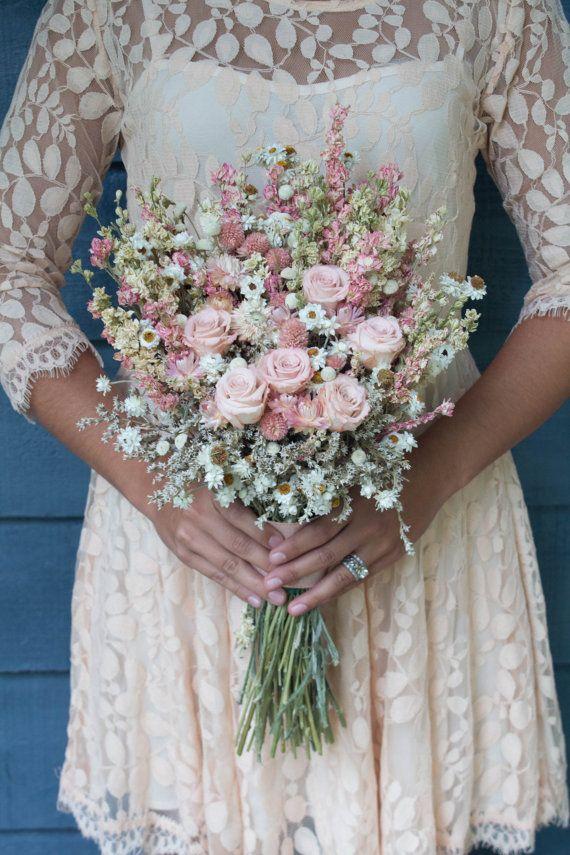 Ramo de novia de flores silvestres rosadas, ramo seco