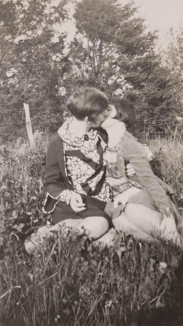 Vintage Lesbian Couples (24)
