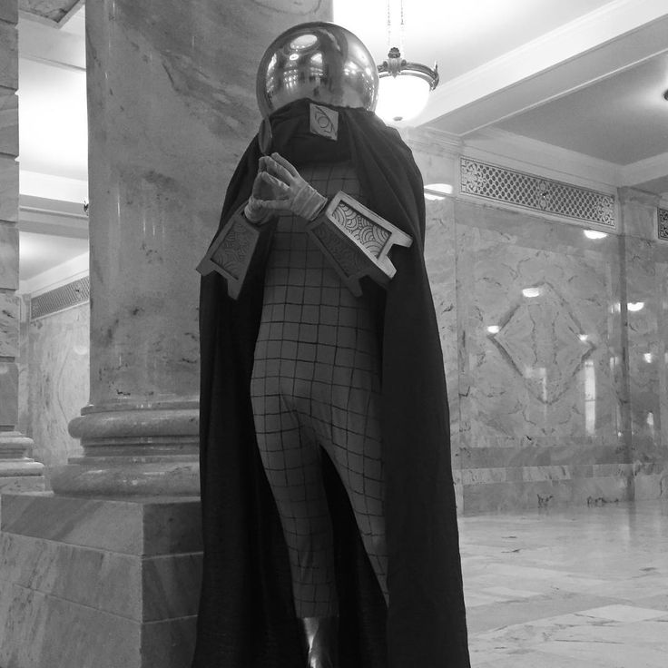 Its Black and White week people! Ill be featuring different cosplays everyday for a week in stunning black and white. Today Im doing Mysterio a simple yet fun cosplay to wear! #beelickcosplay #cosplayersofinstagram #cosplay #cosplayer #cosplayguy #mysterio #mysteriocosplay #quintinbeck #spiderman #spidermancosplay #sinister6 #sinistersix #sinistersyndicate #marvel #marvelcomics #marvelcomicscosplay #marvelcosplay #marvelvillain