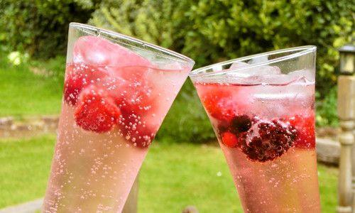 炭酸水×冷凍フルーツが夏のミカタ。香り高い爽やかドリンクがSNSで話題