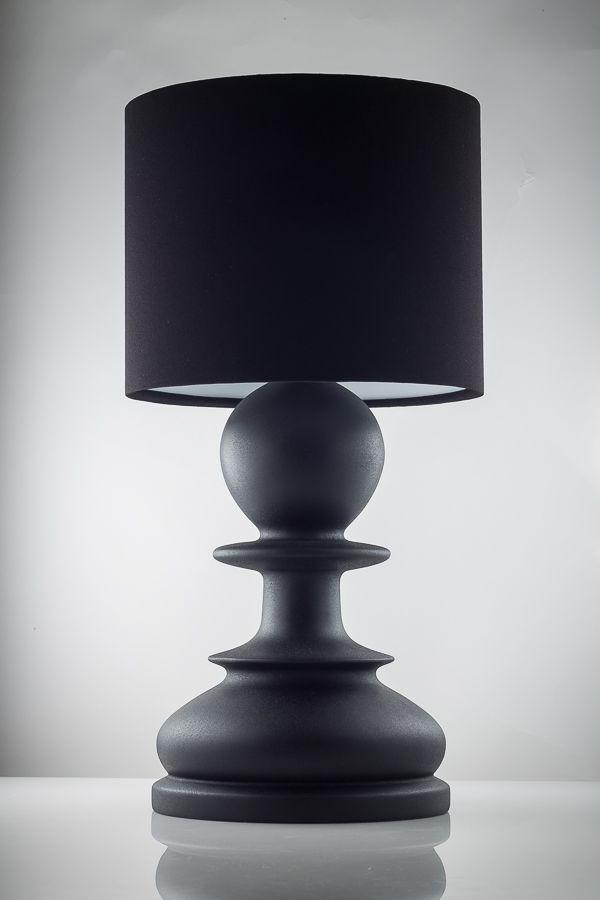 """""""Пешка"""" - стильная настольная лампа ручной работы. Изготовлена из массива ясеня, окрашена в черный матовый цвет.  Абажур ручной работы, дающий мягкий рассеянный свет, в сочетании с оригинальной формой лампы оживят ваш интерьер, сделают его модным и современным. Отличный вариант для организации дополнительного освещения в спальне или гостиной. Высота - 445 мм Диаметр (макс.) - 225 мм  Больше фото/заказ на нашем сайте."""